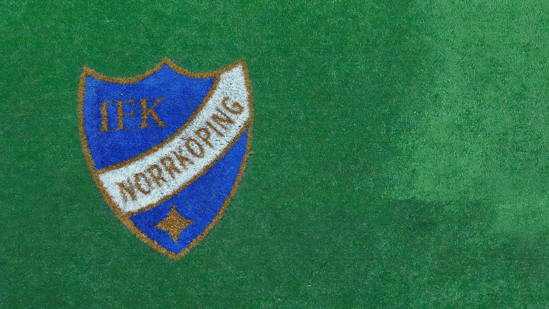 IFKs emblem på gräsplan